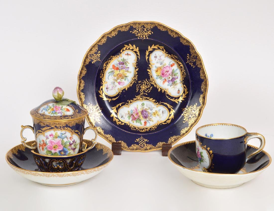 FIVE MEISSEN BLUE DE ROI PORCELAIN TABLE ITEMS