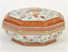 CHINESE EXPORT FAMILLE ROSE PORCELAIN COVERED BOX
