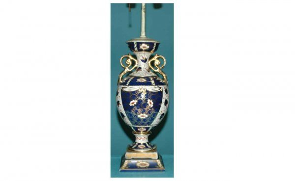 1017: Royal Crown Derby-Style Table Lamp with floral mo