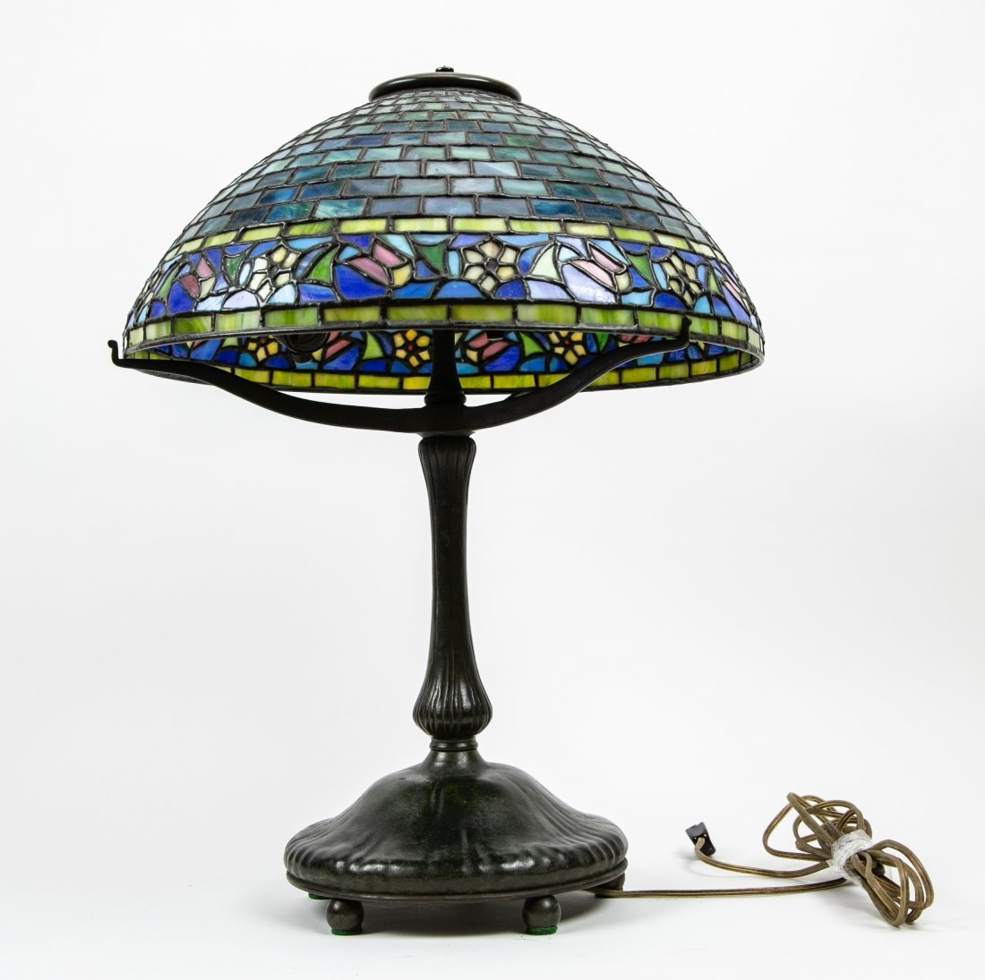 AMERICAN LEADED STAINED GLASS & BRONZE TABLE LAMP - 3
