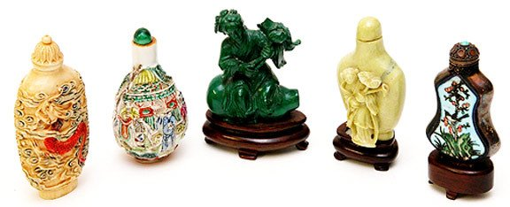 23: 5 Oriental Snuff Bottles Consisting of a Cloissone