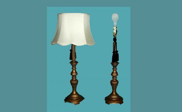 1009: 2 Footed Gilt-Metal Baluster-Form Table Lamps