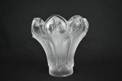 LALIQUE ESNE FROSTED GLASS FLORI-FORM VASE