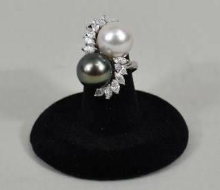 LADIES PEARL AND PLATINUM RING