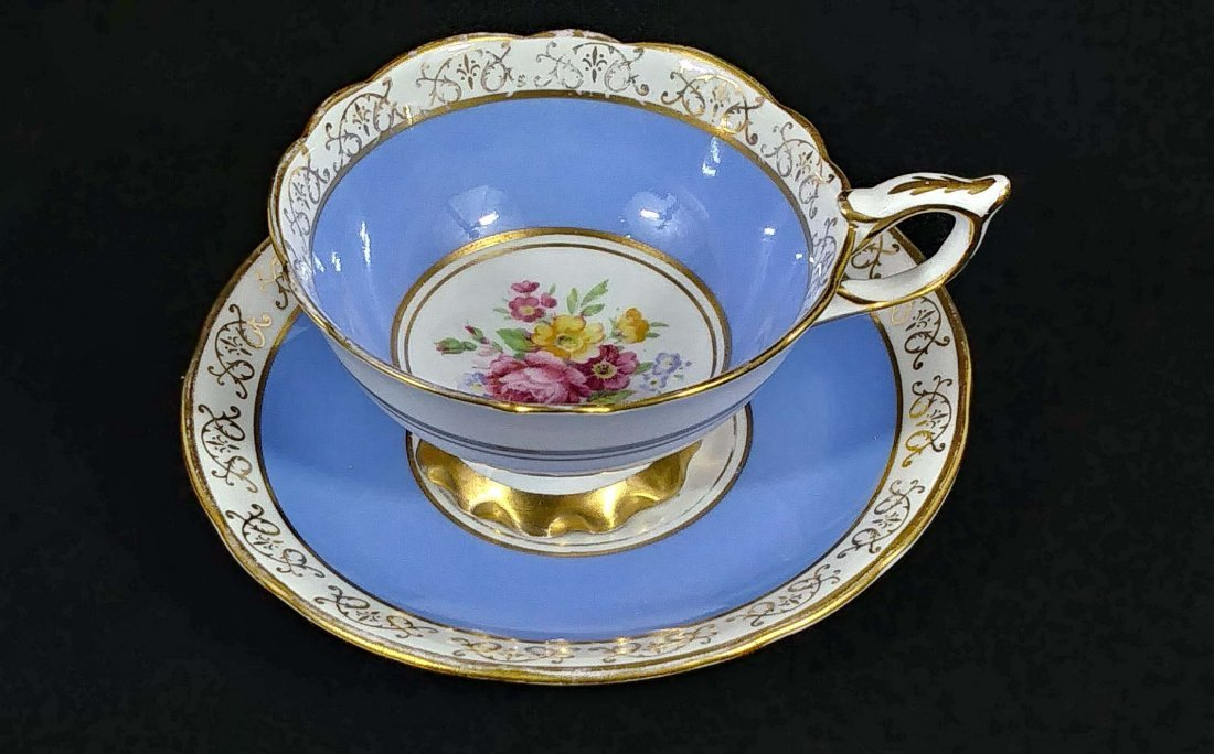 GROUP OF SEVEN PORCELAIN CUPS AND SAUCERS - 3