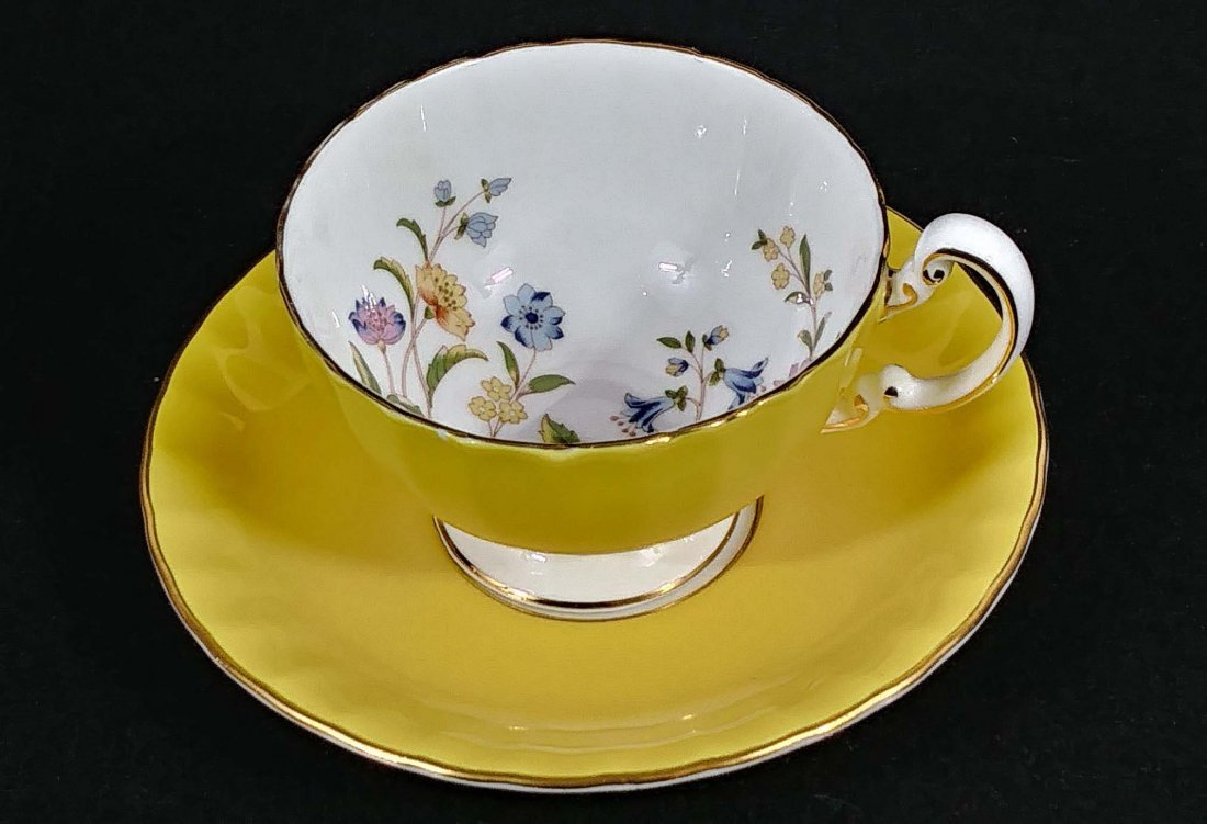 GROUP OF SEVEN PORCELAIN CUPS AND SAUCERS - 4