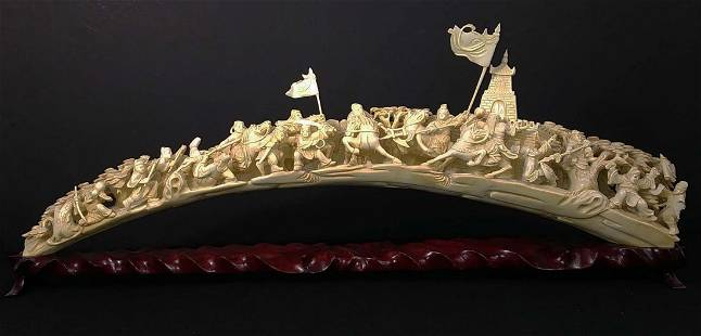 CHINESE CARVING HAVING MANY FIGURES IN A BATTLE SCENE