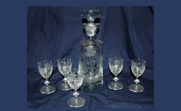 314: Glass Etched Decanter and 5 Glasses  (60/80)