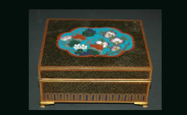 1014: Vintage Chinese Cloisonné Box with Floral Inlay D