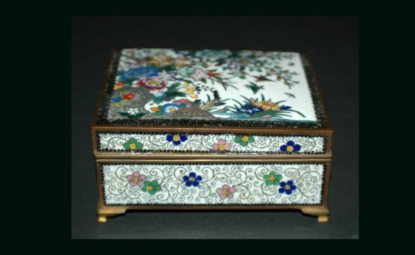 1015: Vintage Chinese Cloisonné Box with Detailed Minut