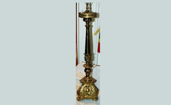 1017: Large Brass Victorian Stand with Trimold Base and