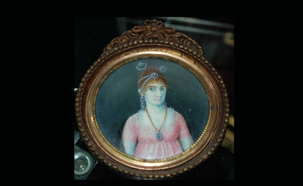 1022: Antique Miniature Round Painting of Woman Wearing