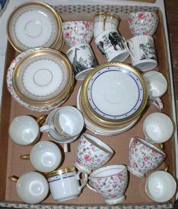 1009: Box lot of demi-tasse's and odd saucers. (20/40)