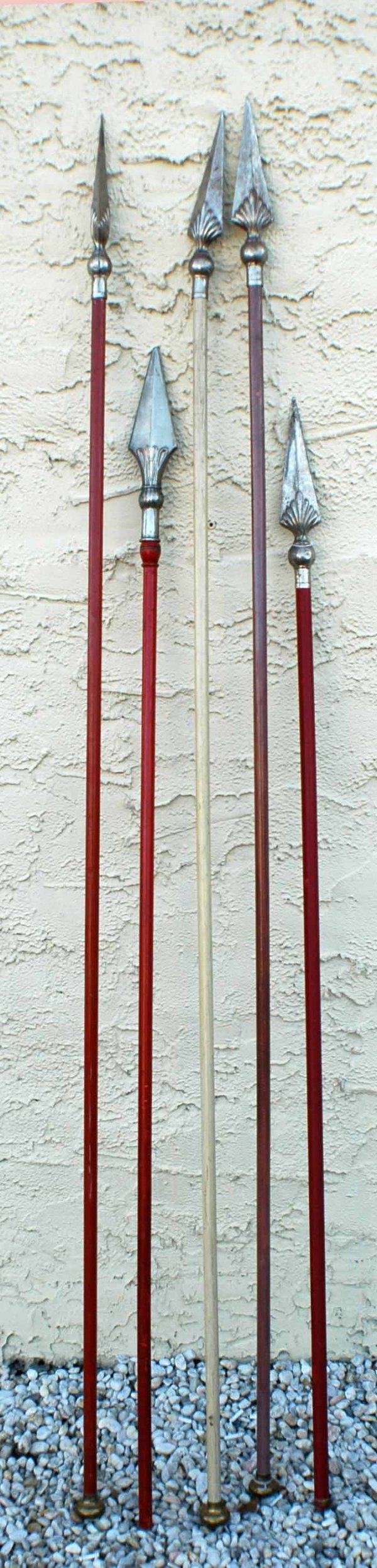 1016: Group of 9 reproduction spears. (150/250)