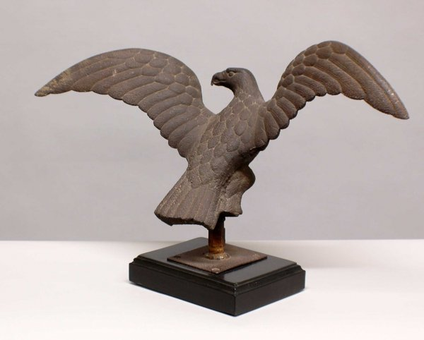 1127: Cast iron figure of a spread wing eagle architect