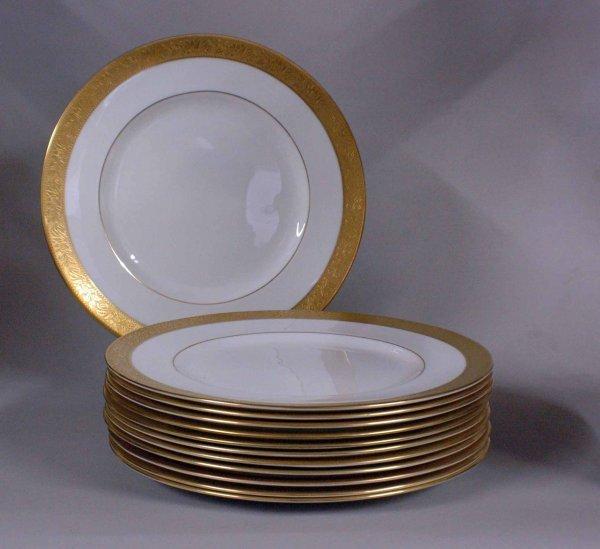 1015A: Wedgwood England Ascot Bone China Dinner Service