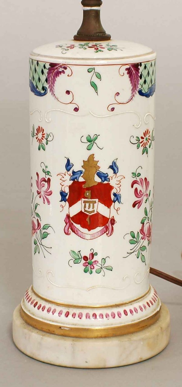 7: PAIR OF EXPORT STYLE ARMORIAL PORCELAIN LAMPS