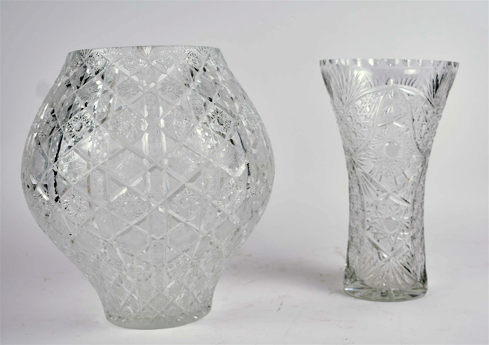 CONTINENTAL OVOID FORM CUT GLASS VASE