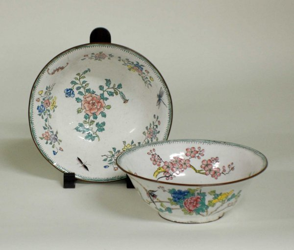 1009: PAIR OF PEKING ENAMEL BOWLS