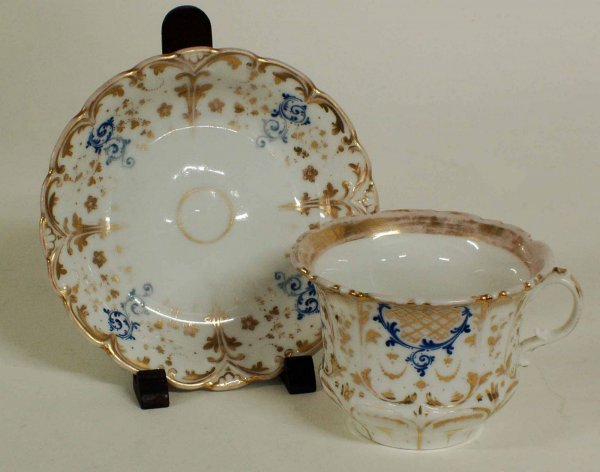 1013: PAIR OF PORCELAIN CUPS AND SAUCERS