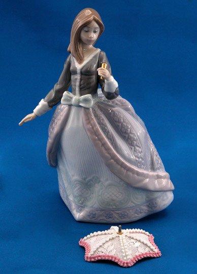 6: Lladro Jolie #5210 Retired Figurine