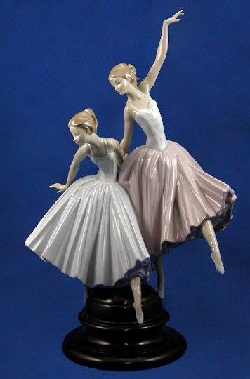 19: Lladro Act II (Ballerina's) #5035 Figurine
