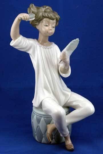 22: Lladro Girl with Brush #1081 Figurine