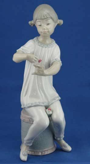 23: Lladro Girl Manicuring #1082 Figurine