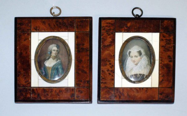 1010: PAIR OF MINIATURE PORTRAIT PAINTINGS ON IVORY