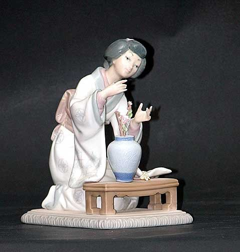 16: Lladro figure Oriental girl with vase