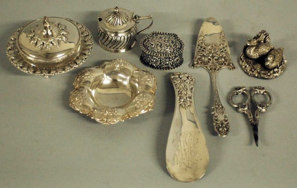 11: GROUP OF EIGHT SILVER ARTICLES