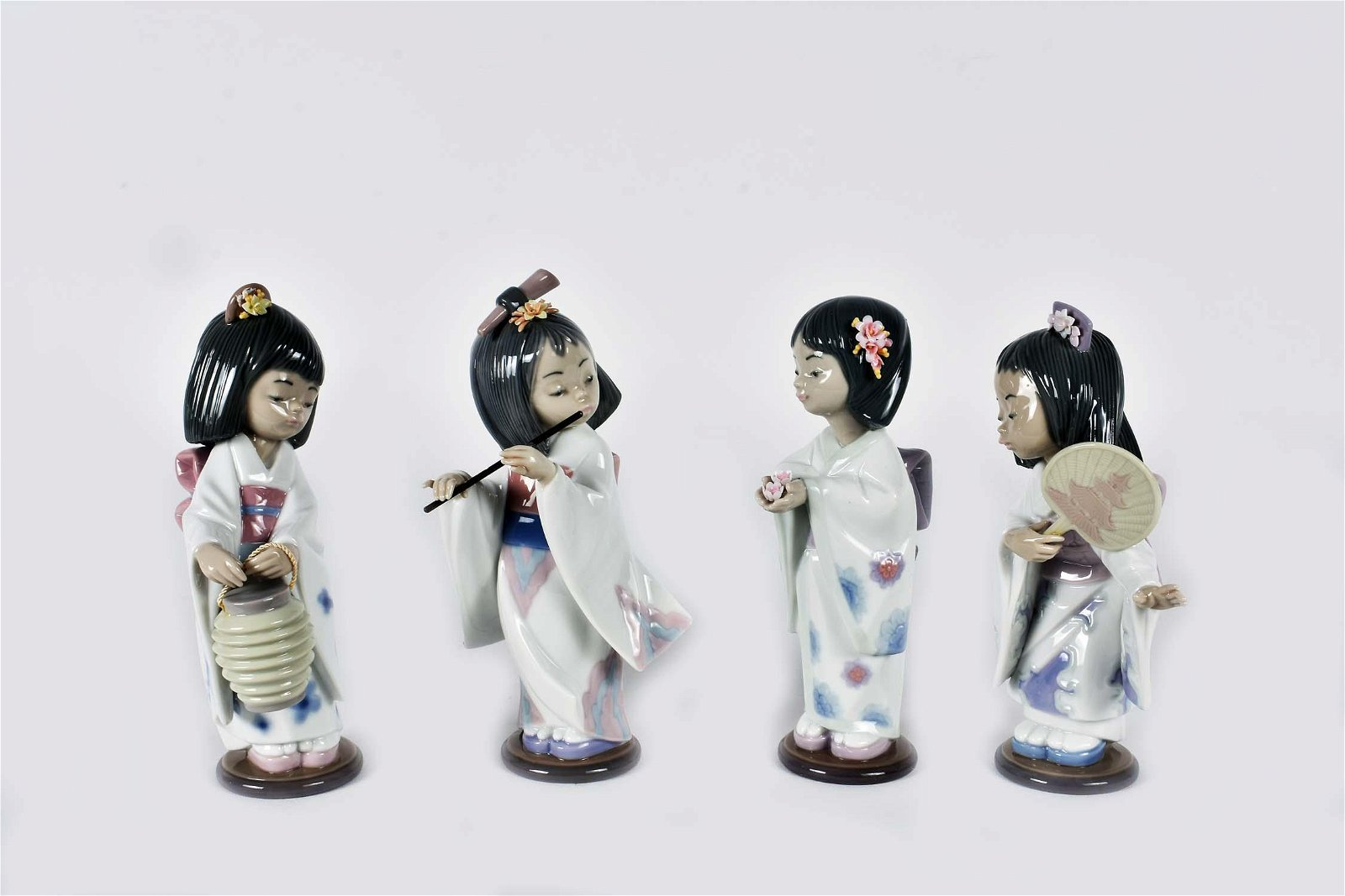 FOUR LLADRO PORCELAIN FIGURES OF JAPANESE GIRLS