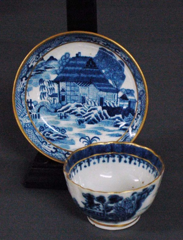 11: CANTON BLUE AND WHITE PORCELAIN CUP AND COVER