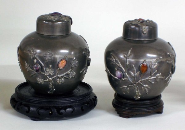 1016: PAIR OF PEWTER TEA CADDIES AND COVERS