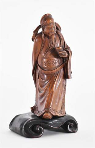 CHINESE CARVED WOOD FIGURE OF AN OFFICIAL