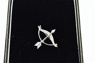 LADIES WHITE GOLD AND DIAMONDS BOW AND ARROW PIN