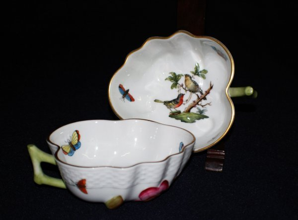 3: PAIR OF HEREND PORCELAIN LEAF SHAPED SAUCE BOATS