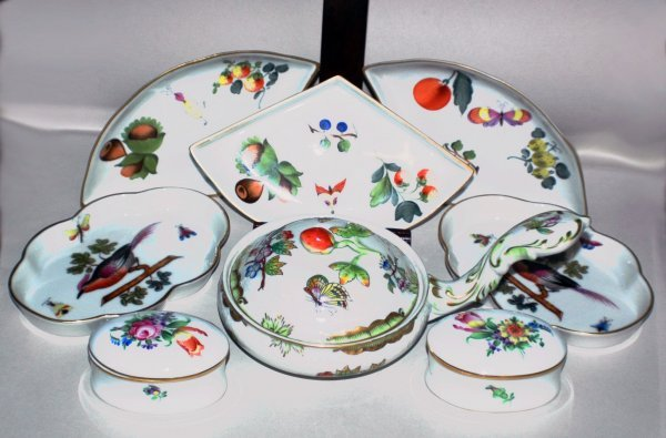 14: GROUP OF EIGHT HEREND PORCELAIN ARTICLES