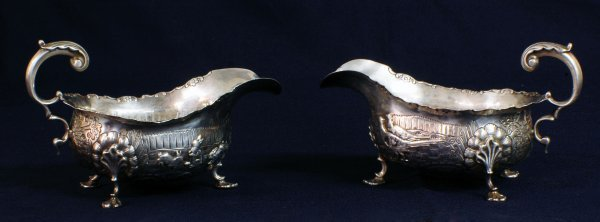18: PAIR OF EDWARD VII STERLING SILVER SAUCE BOATS
