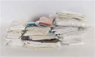 LARGE COLLECTION OF VARIED TABLE LINENS