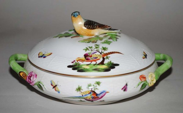 18: HEREND PORCELAIN TUREEN AND COVER