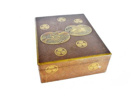 JAPANESE GILT DECORATED GILT LACQUER BOX