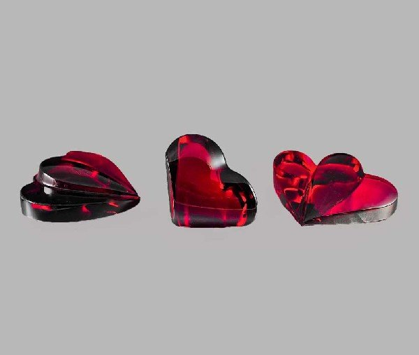 24: GROUP OF THREE RED CRYSTAL SCULPTURES OF HEARTS
