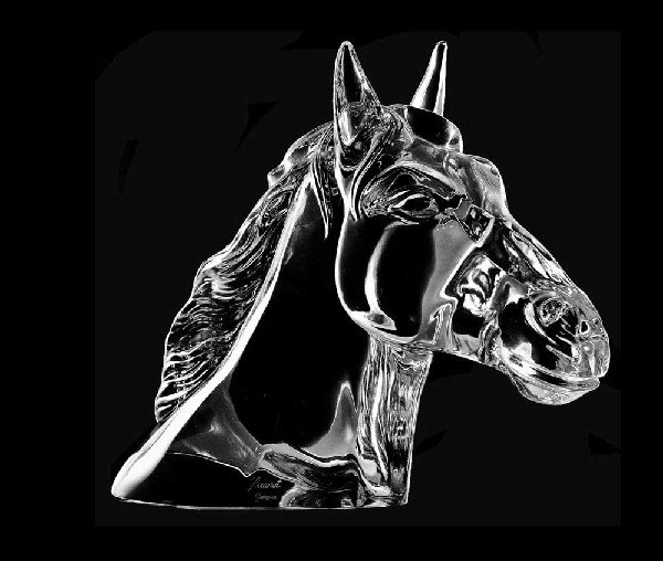 "43: BACCARAT MOLDED AND CLEAR CRYSTAL ""TETE DE CHEVAL"""