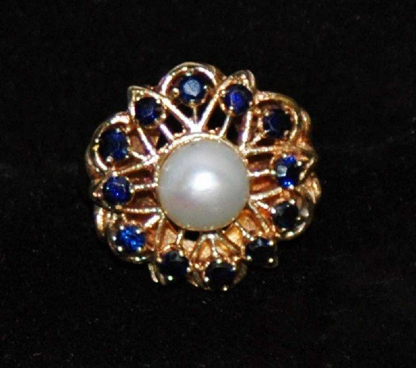 67: FOURTEEN KARAT YELLOW GOLD, PEARL AND SAPPHIRE RING