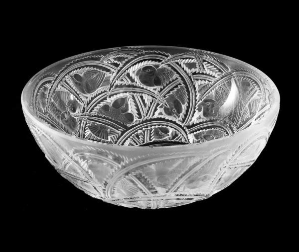 """71: LALIQUE MOLDED AND FROSTED CRYSTAL """"PINSONS"""" BOWL"""