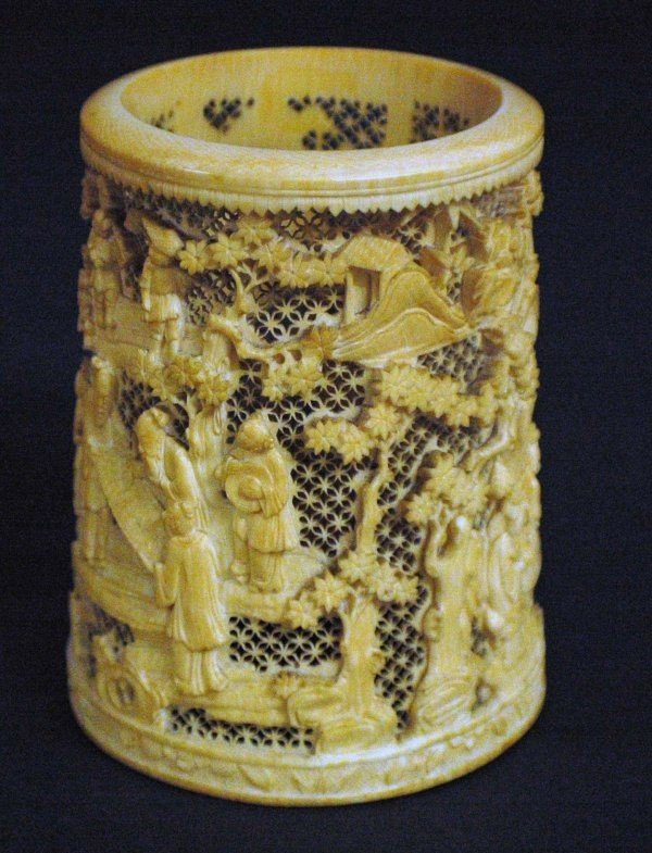 306: FINELY CARVED IVORY BRUSH POT