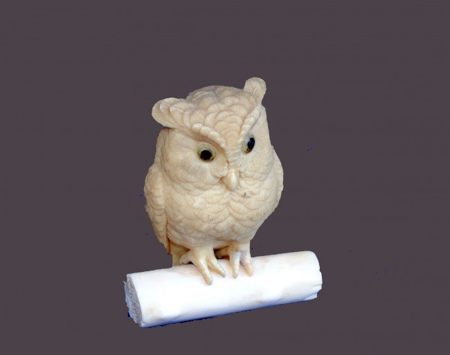10: CONTINENTAL CARVED IVORY FIGURE OF AN OWL