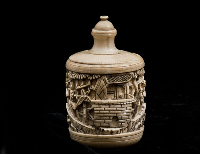 20: CARVED IVORY BOX AND COVER