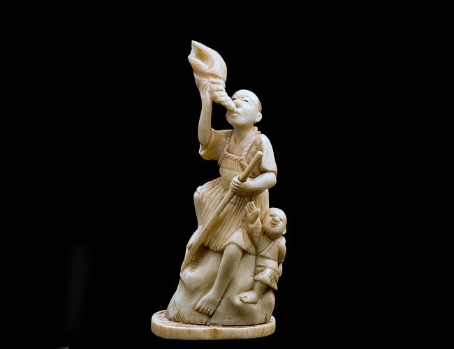 22: CARVED IVORY GROUP